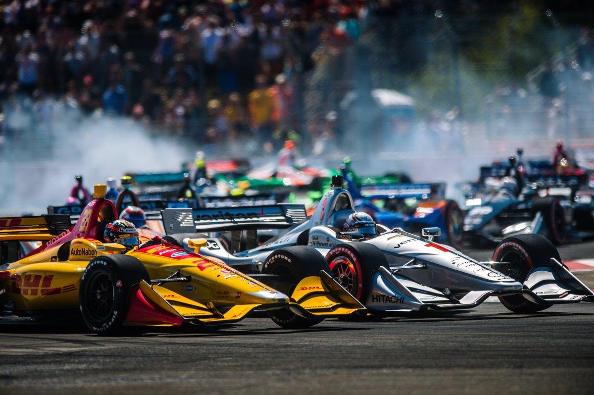 How can you not love @indycar racing? 😍 📷✖️ @emotiveimage