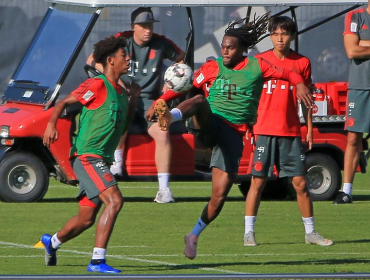 Bayern training with Thiago, Renato Sanches, Lewandowski back from international duty and U23/U19 players Chris Richards, Wooyeong Jeong, Jonathan Meier... <br>http://pic.twitter.com/9W16u2kJGC