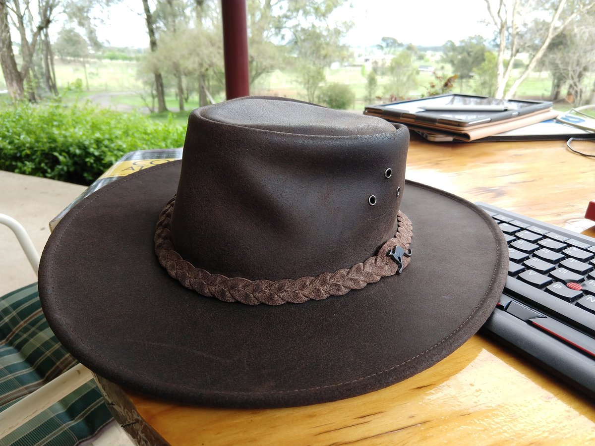... covers your neck from the sun or magpie claws     I just default to my  broad rimmed hat though. Legionnaire s hats are usually (but not  exclusively) ... facf5828488