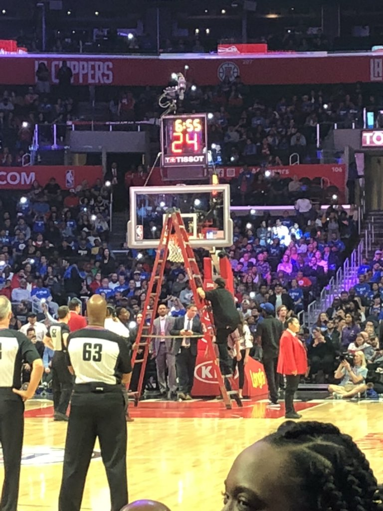 Boban's dunk altered the rim, game stopped to adjust @BobanMarjanovic 💪🏼 @LAClippers