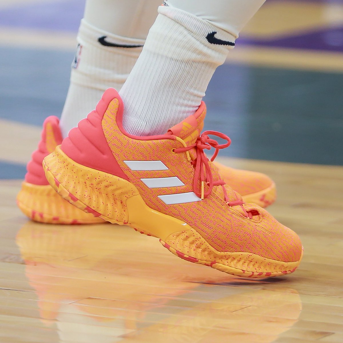 da51f5d9c solewatch spidadmitchell begins his sophomore campaign in the adidas pro  bounce 2018 low sergioestradasp