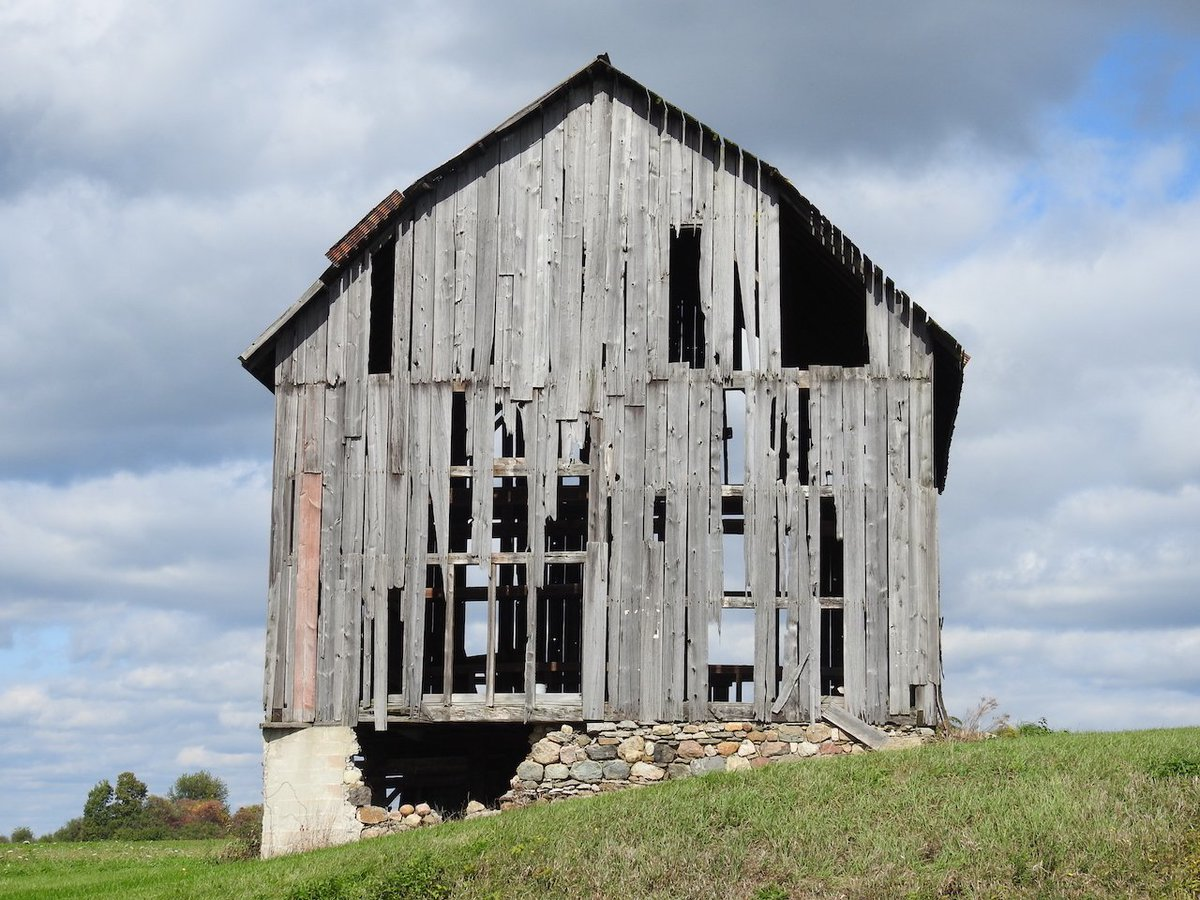 Old barn in the Finger Lakes (photo)