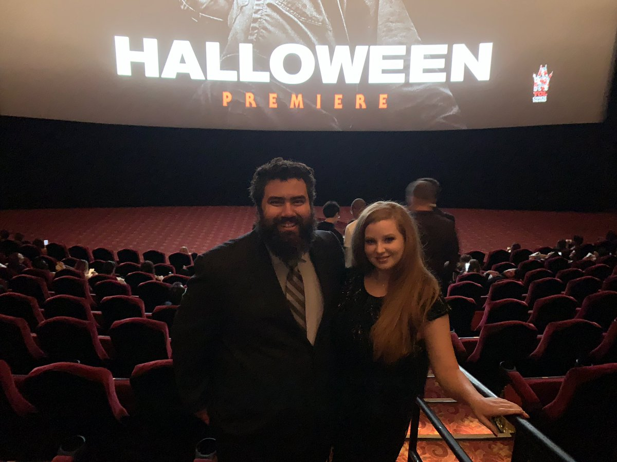 So happy to be at the #HalloweenMovie Red Carpet Premiere with my awesome girlfriend @AmandaFlagg and my @TOVG family! Thank you @jamieleecurtis ! <br>http://pic.twitter.com/IkRfT1d4QA