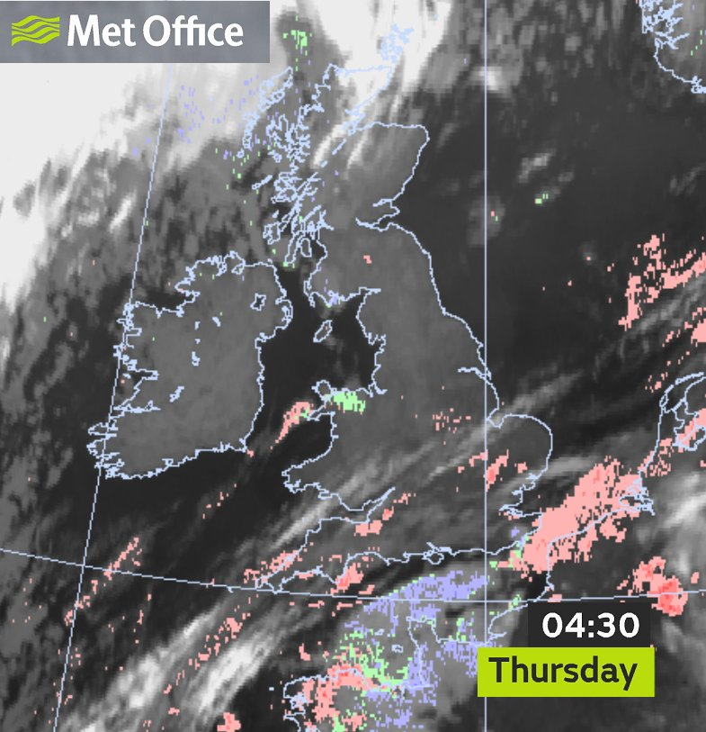 ! FOG in places this morning (as shown by the red colours on the image) - it looks particularly thick in parts of East Anglia - take care out there 🌫️