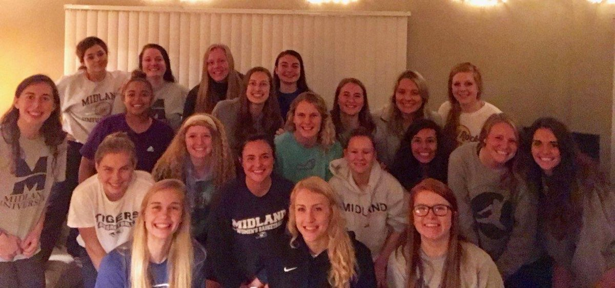 Always enjoy a good team dinner and bonding time! #ForOneAnother<br>http://pic.twitter.com/2Xc5Qxq5sO