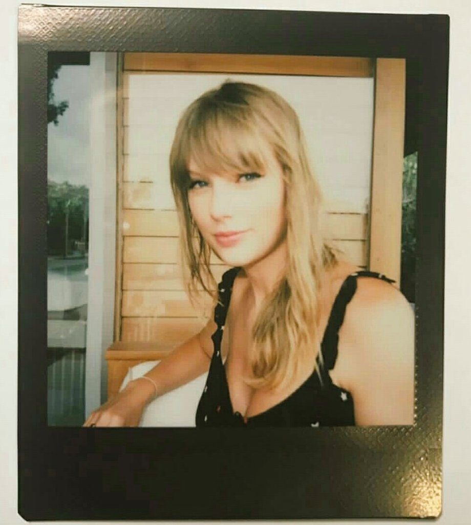 We have only two days left to win! RETWEET to vote for #TaylorSwift for #PCAs #TheFemaleArtist!   GOAL: 300 RTs     100 Replies<br>http://pic.twitter.com/xMwFsaT14M