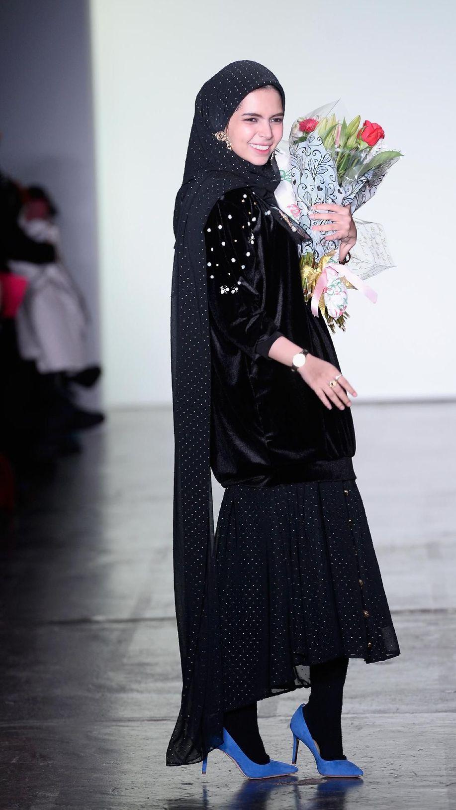 Glamor Tapi Sopan, Inspirasi Gaya Hijab ke Fashion Week Ala Vivi Zubedi https://t.co/NY7VilvBxE via @wolipop https://t.co/AaoyjHWYkA