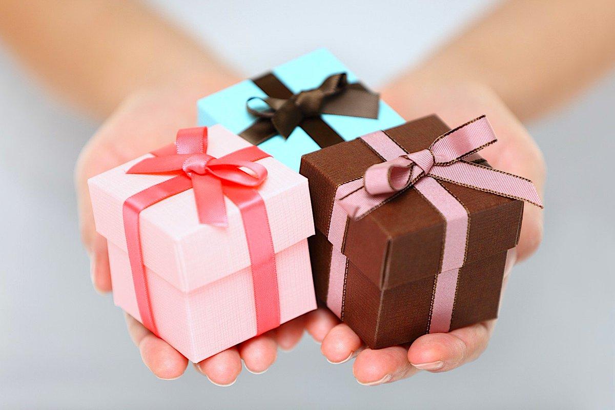 Картинки дарящие подарки