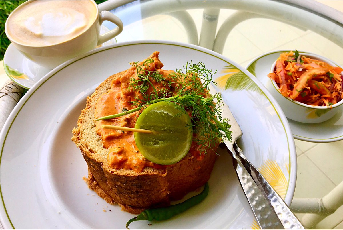 This bunny chow sends beautifully worded emails &amp; signs off with &quot;My Kindest Regards&quot;  <br>http://pic.twitter.com/P6c95bUBgH
