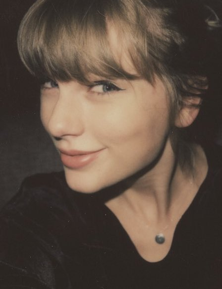 RT to vote #TaylorSwift for #TheFemaleArtist at the #PCAs <br>http://pic.twitter.com/6NOvfMxEyn