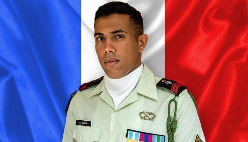 décès de #abdelatifRafik soldat français de 23 ans, membre de l'opération Barkhane au Mali, il a été tué par l'explosion accidentelle d'un pneu, dans la nuit de mercredi à jeudi via @BFMTV
