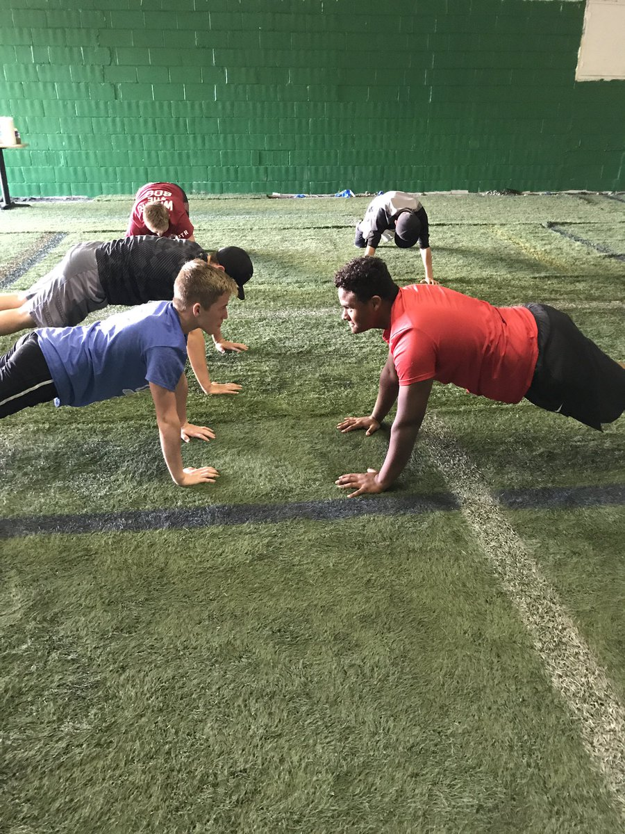 Caleb having showdown on bridge/Planks as we finish Speed and Agility! Caleb In short time has become a nucleus in our organization and is going be a gift to any college! Kid shows up to work everyday and always helps younger players get better! A true leader <br>http://pic.twitter.com/7YPhV101Kv