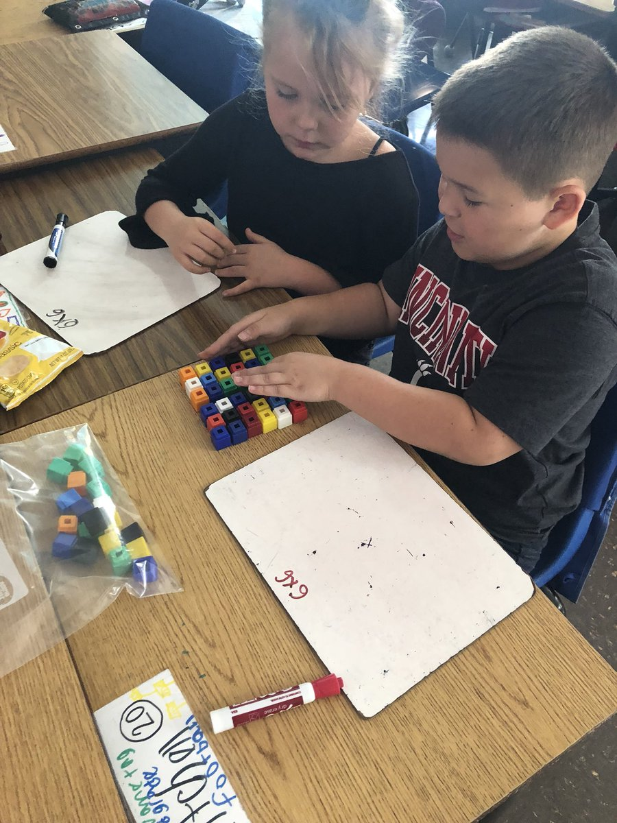 Look at this amazing partner work! Breaking large arrays into two smaller arrays and using the distributive property to solve. #WCConnects @CloughPikeElem @mathbarb