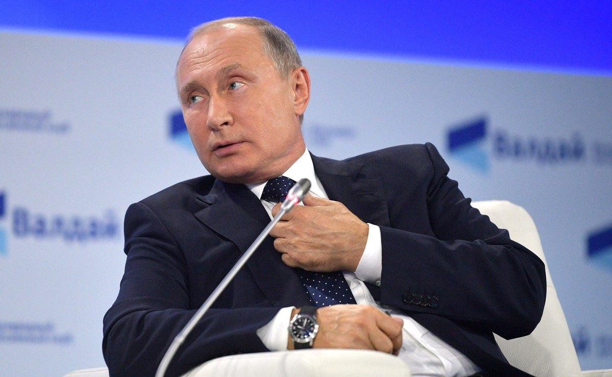 Путин о дедолларизации экономики: Мы точно в этом направлении будем двигаться. Не потому что доллар хотим подорвать, а потому что хотим обеспечить свою безопасность, потому что нам постоянно санкции какие-то предъявляют