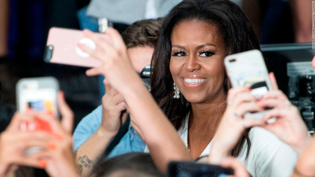 The political book tour is going rock star-level big with Michelle Obama and the Clintons touring music venues  https:// cnn.it/2CThI4n  &nbsp;  <br>http://pic.twitter.com/UTUZIwmVRs