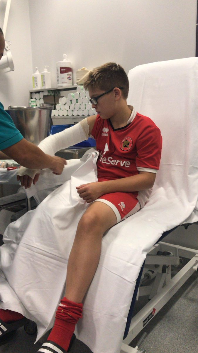 @WFCOfficial @VitalWalsall @georgedobson97 @roberts_liam @NickyDevlin6 @DarloTown1874FC @lukeleahy @Jon_Guthrie29 @andy9cook @kins1996 @Kieronmorrisx @wyrley_panthers @keates12 Happy 12th Birthday today to Ben Lane. Can we get Ben a RT guys he fractured his arm Last night. #UTS