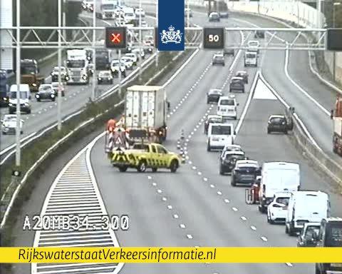RT @RWSverkeersinfo: Ongeluk bij Crooswijk op de #A20. Je moet even over één rijstrook richting Hoek van Holland. https://t.co/o0Ym3pMxc3