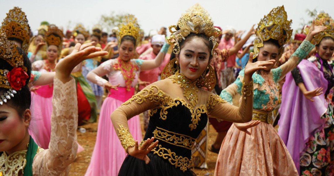 Ciletuh Geopark Festival (CGF) 2018 membuat riuh kawasan wisata Ciletuh Geopark, Sukabumi. Event seni dan budaya di tengah hamparan alam Sukabumi ini diisi oleh 200 seniman yang menampilkan berbagai kebudayaan daerah. http://bit.ly/FestCiletuh2018 #PesonaCGFSukabumi