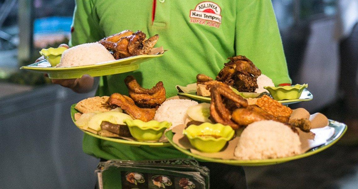 Suka makanan pedas? Wah, pasti banyak dari kita yang hobi makan pedas. Kalau begitu jangan sampai melewatkan kuliner di kota Banyuwangi ini. Cita rasanya yg pedas dijamin membuat kamu tak hentinya mencicipi. Nampol pedasnya! http://bit.ly/MakanPedasBanyuwangi… #PesonaKulinerBanyuwangi