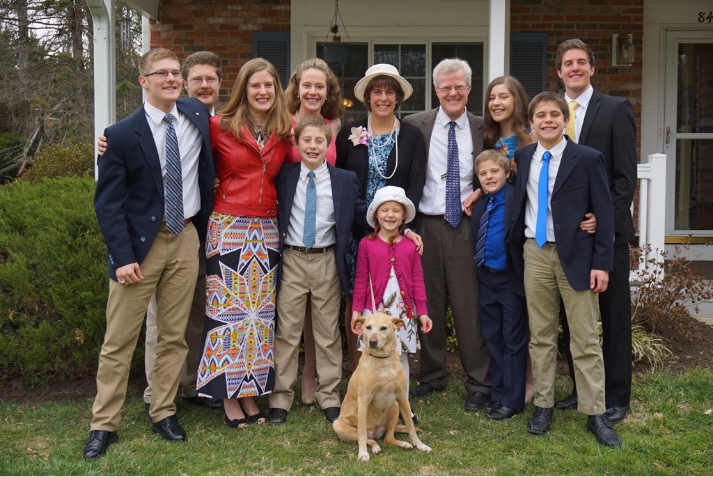 #postcardsforMacron  Big families are a Blessing.  Ten children. All ours. Even with my Univ. of Texas degree. <br>http://pic.twitter.com/OwnhPZFi7l