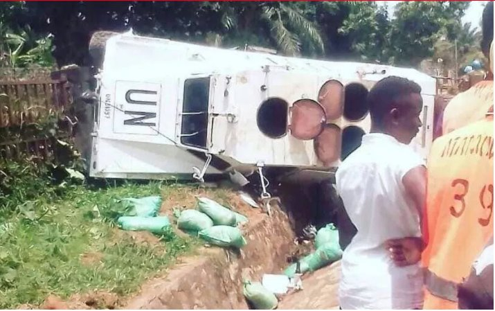 UN truck that overturned in Congo was carrying illegal minerals. Wonder why they have been there for 30 yrs n fighting continues, wonder who keep supplying rebels with weapons to keep the fightings, do you know who funds UN? As long as Africans keep seaking solution from outside <br>http://pic.twitter.com/BS16evbWqR