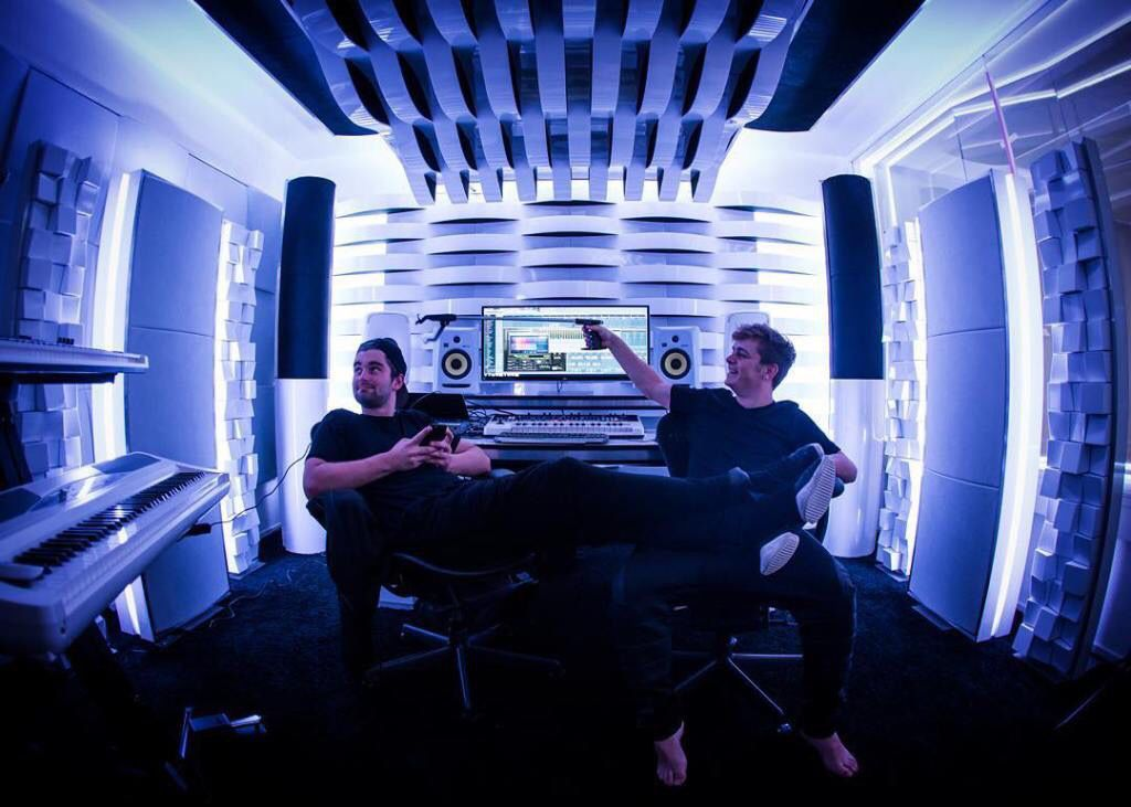 """This @MartinGarrix x @Dyro collab is bringing us back to that classic electro house sound as they perfectly fuse their styles on """"Latency"""" dncgastrnt.co/mdlt"""