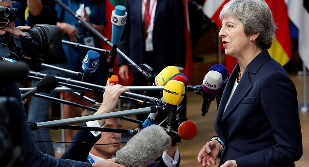 British PM refers to #Merkel and @JunckerEU when asked how #Brexit talks are going https://t.co/bTm8hYfPUL