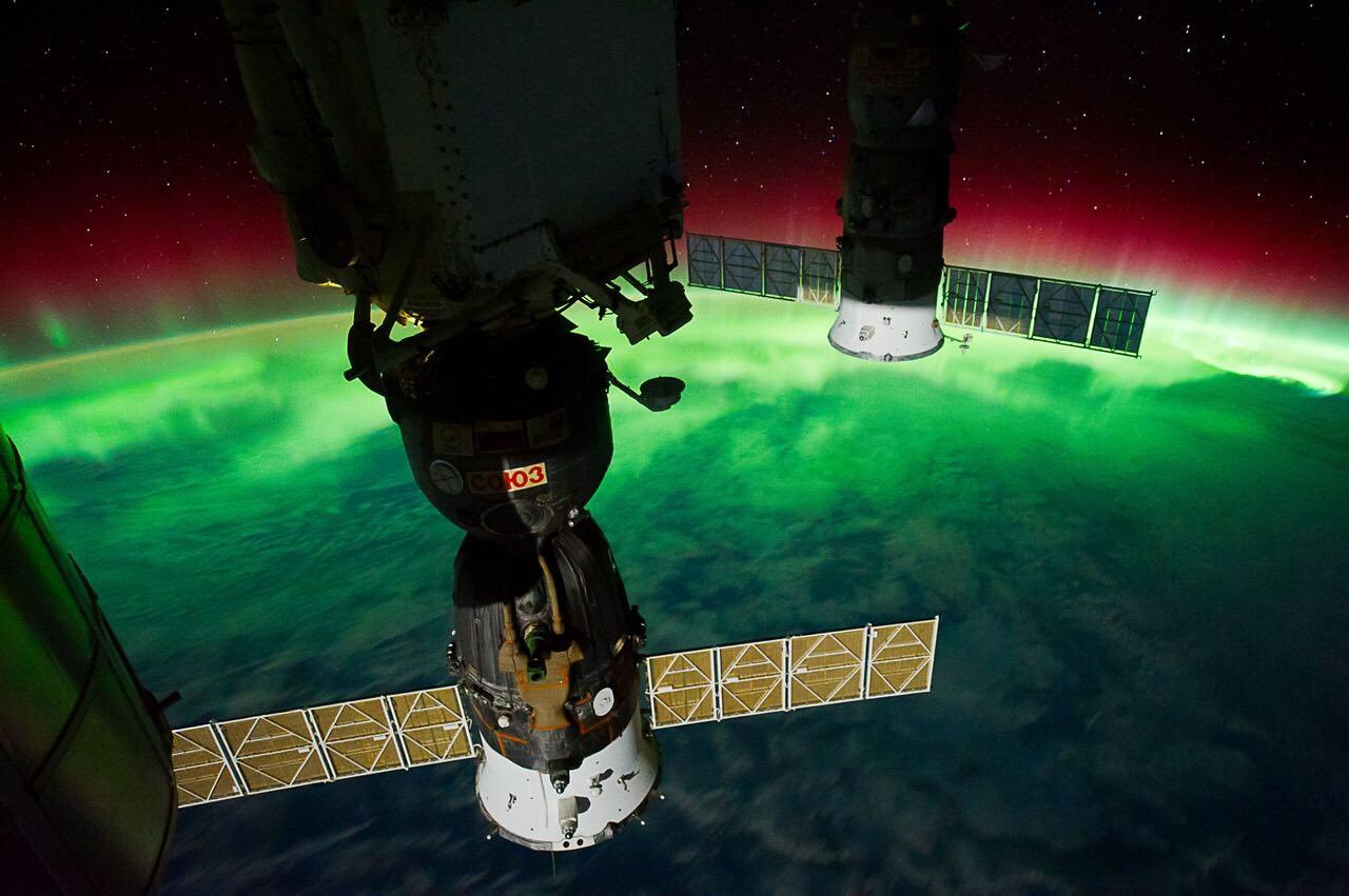 Aurora Australis over Tasman Sea...during Expedition 29 Sept.2011...#ISS https://t.co/W2Ll8vBHTR