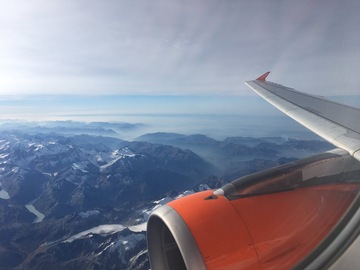 Beautiful flight to Milan this afternoon. Fleeting work trip but great to be speaking some Italian. Love this country. ❤️ #bellaitalia #italia #commerciallaundry #familybusiness