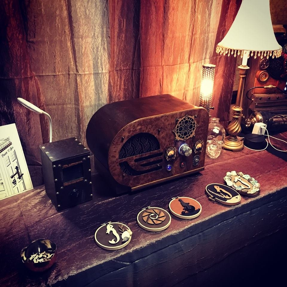 Vendor Announcement: @LadywrenStudios @CogsExpo 2019! LadyWren Studios makes lasercut lovelies and specializes in Steampunk home decor. They've created some fantastic lines, Cog-lectables, In-cog-NEATO and Dapper Digital. Products made by Master Robin and Lady Wren. #steampunk