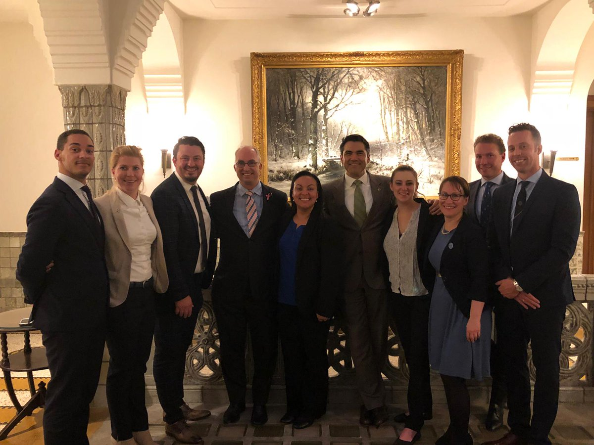 Consul General Joe Parente and Deputy Consul General Rosalyn Wiese met with board of @TheAABC  Tuesday. What a thriving #USNL business community right here in Amsterdam