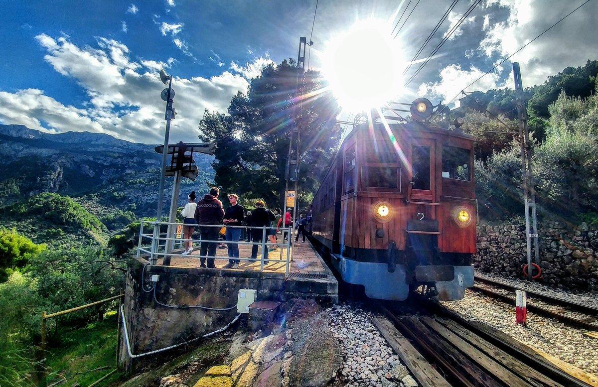 Dq02Cx5WoAEWTOE - Ferrocarril de Sóller