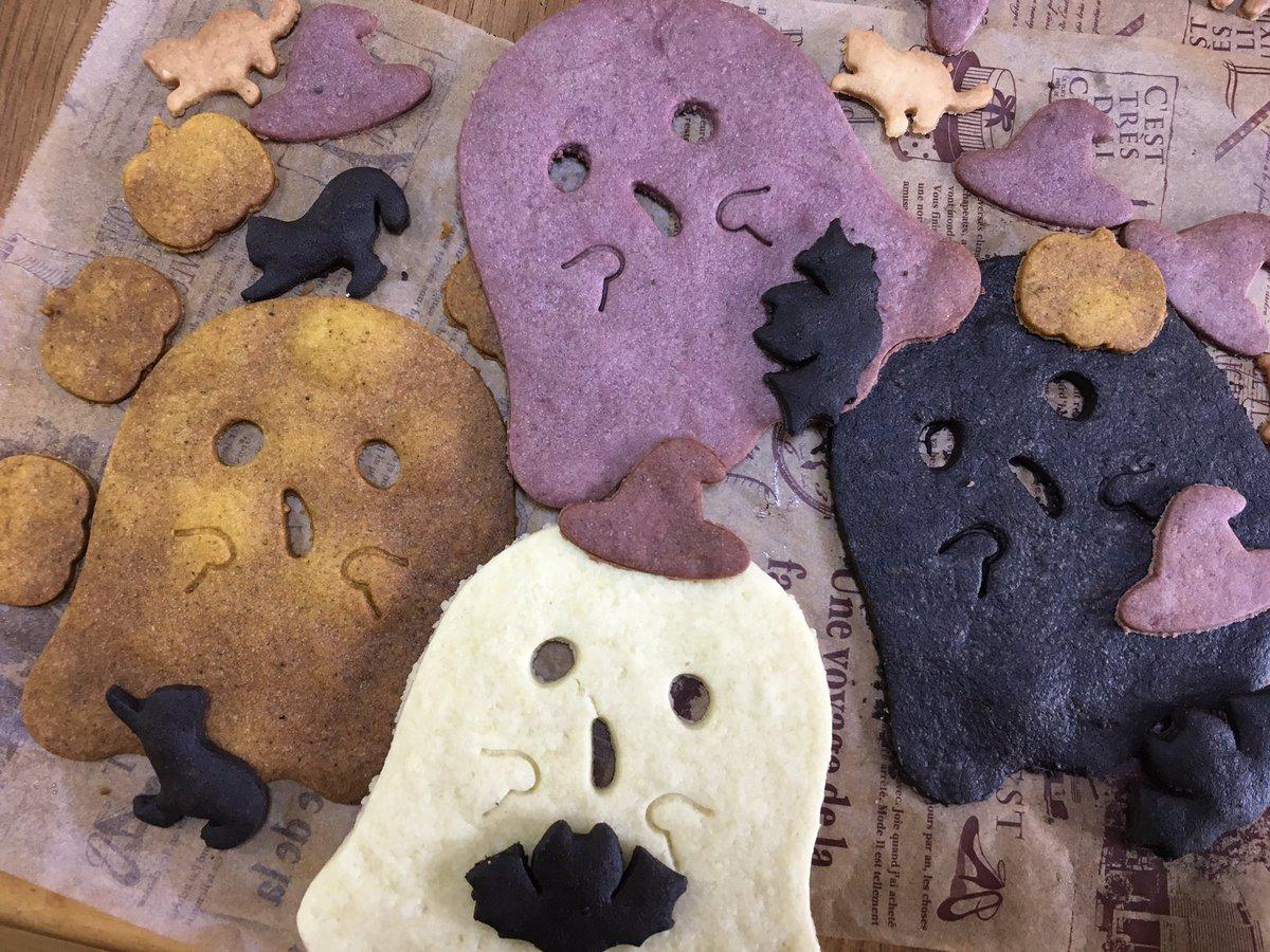 test ツイッターメディア - #ハッピーハロウィン ☆ #おばけ の #クッキー 作ったぁ♪ 友だちとの #お菓子の交換 で渡したやつ(???????)? #セリア の #クッキー型 や #パウダー が秀悦で満足のいく #ハロウィン になった(v´∀`*) https://t.co/y0bOvcrqA6