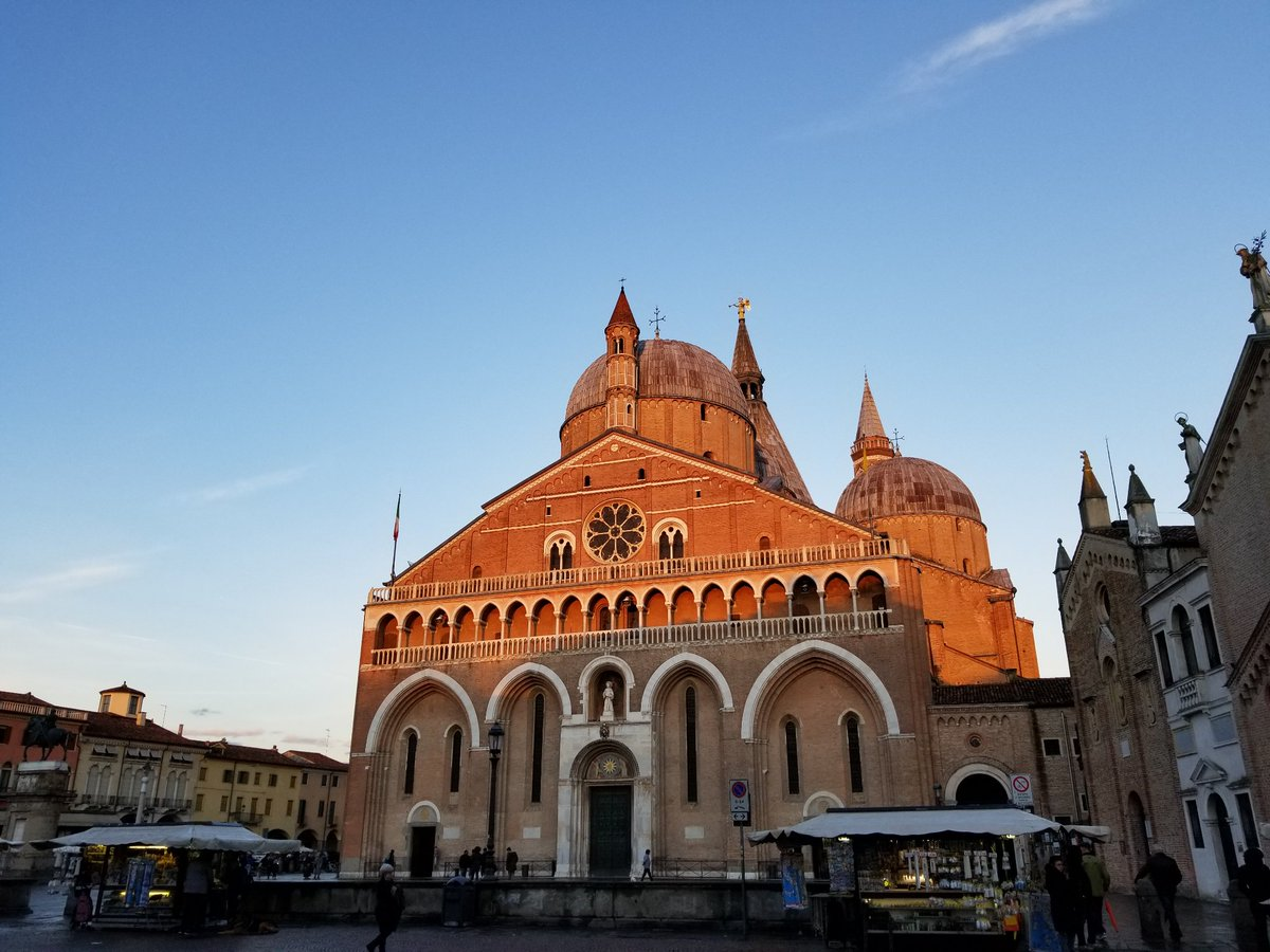 Today, DisProt/@ELIXIREurope  community meeting in #Padova: great organization, productive discussions, promising outcomes for @ISBSIB Text Mining, @uniprot ... and lovely city @augushutusu ! https://t.co/4fxpHmstF8