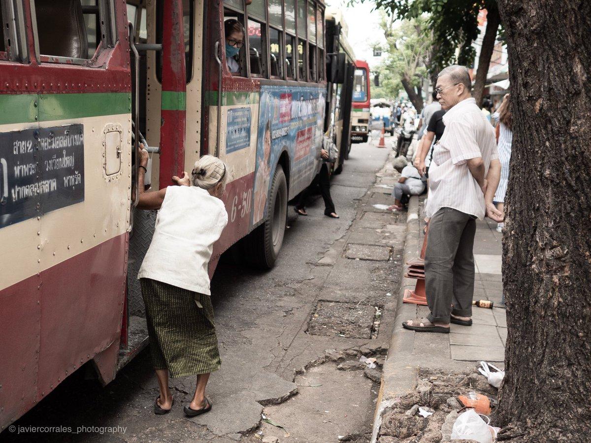 Please help! Bangkok, Thailand. @getolympus @OlympusMagazine #bangkok #streetphotography #streetbangkok #Thailand #streetthailand pic.twitter.com/fMp2mUGmq7