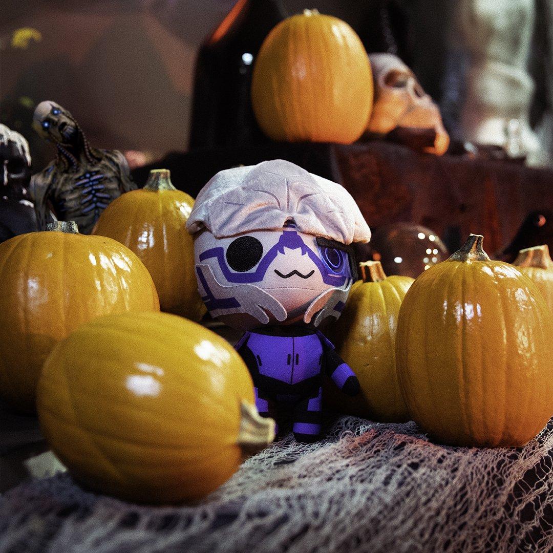 BRB, calibrating optimal pumpkin arrangement. #Halloween https://t.co/PFS618TYJM