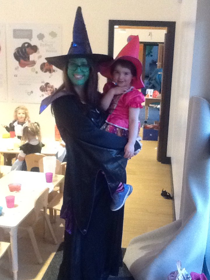 Great to see parents getting involved in our Halloween costume party! 🎃🕸🔮#Makinglinks #ParentPartnership