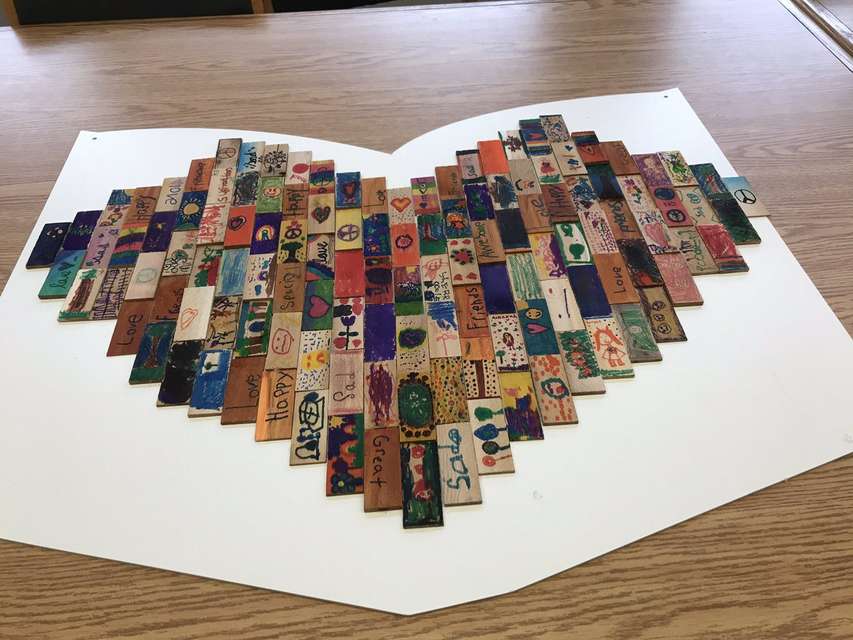 After learning about residential schools the primary students @GlenRavineJrPS @MrAmbi_TDSB created a mural made of individual tiles reflecting on establishing new relationships between aboriginal and non-aboriginal people - #ProjectofHeart - Peace by Piece