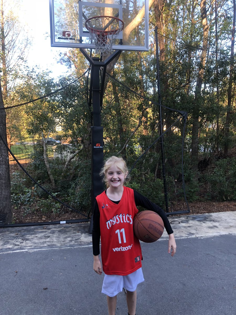 @De11eDonne Daughter Julia so excited to be you for Halloween! Thanks for being a great role model and amazing basketball player!
