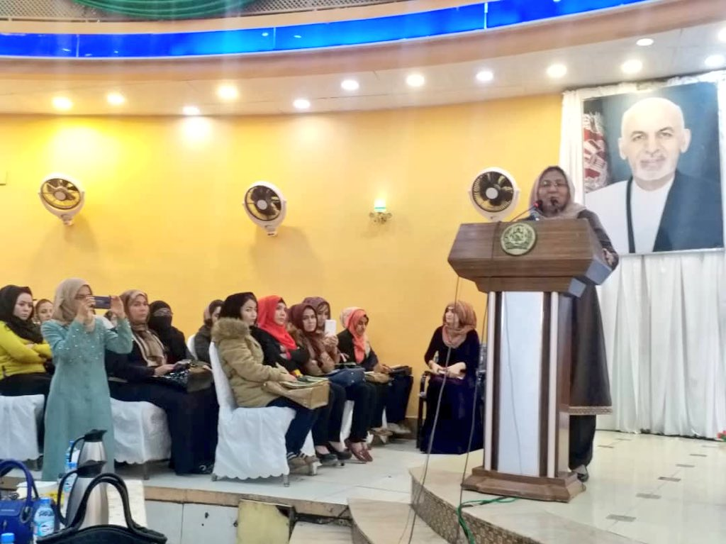 Balkh women in a huge gathering supported #Afghanistan National #Women Consensus for Peace today. Speakers including HPC vice chair @SarabiHabiba and Balkh Governor Rahgozar reaffirmed that women's role in peace process will be vital. Participants announced their support to HPC.