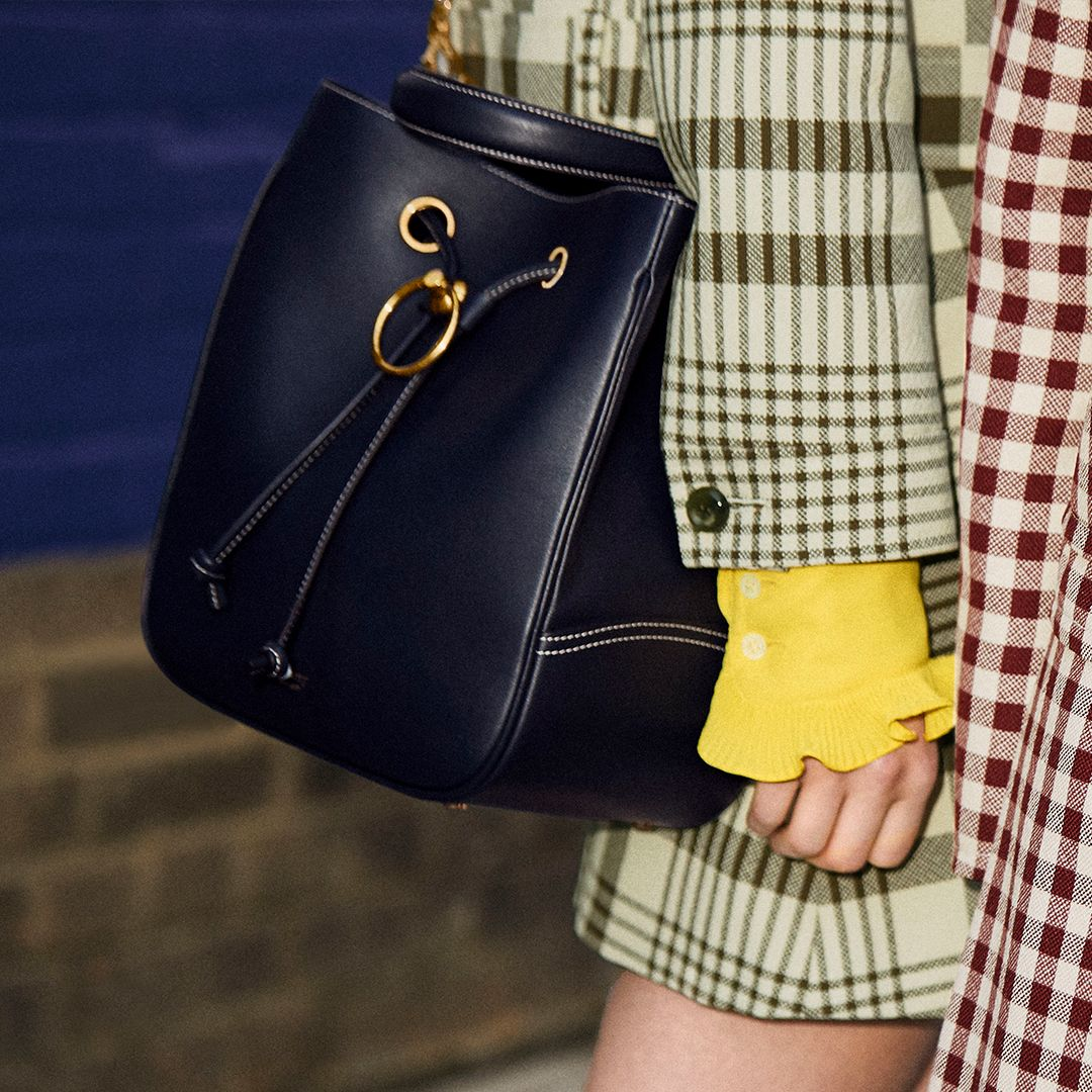 ... options - making the bag more functional for day and compact for night.  Discover the Hampstead  https   buff.ly 2pyZ0FP pic.twitter.com P1UGf6Tmml 25a7816c9b