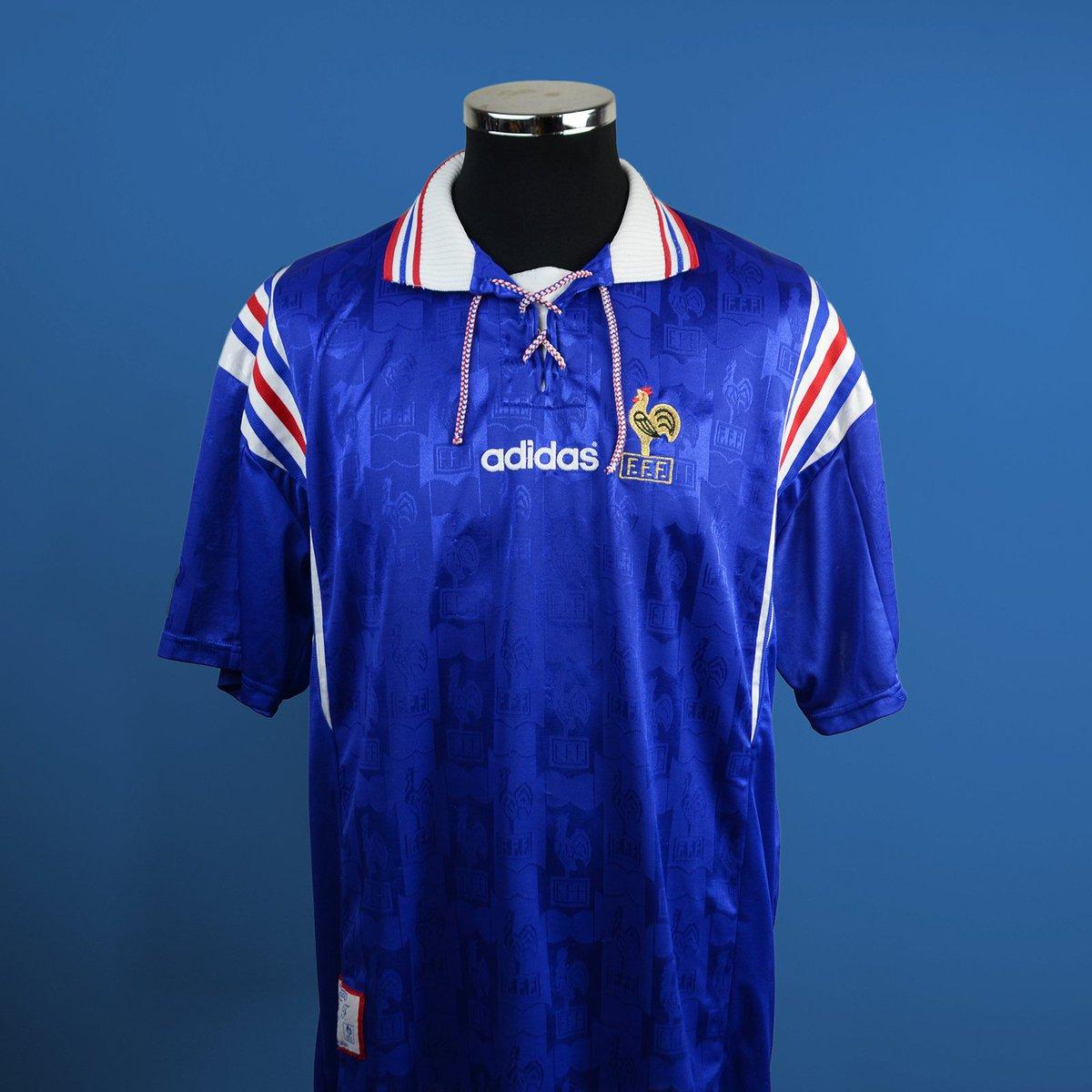 f2418c13e70 Classic Football Shirts on Twitter:
