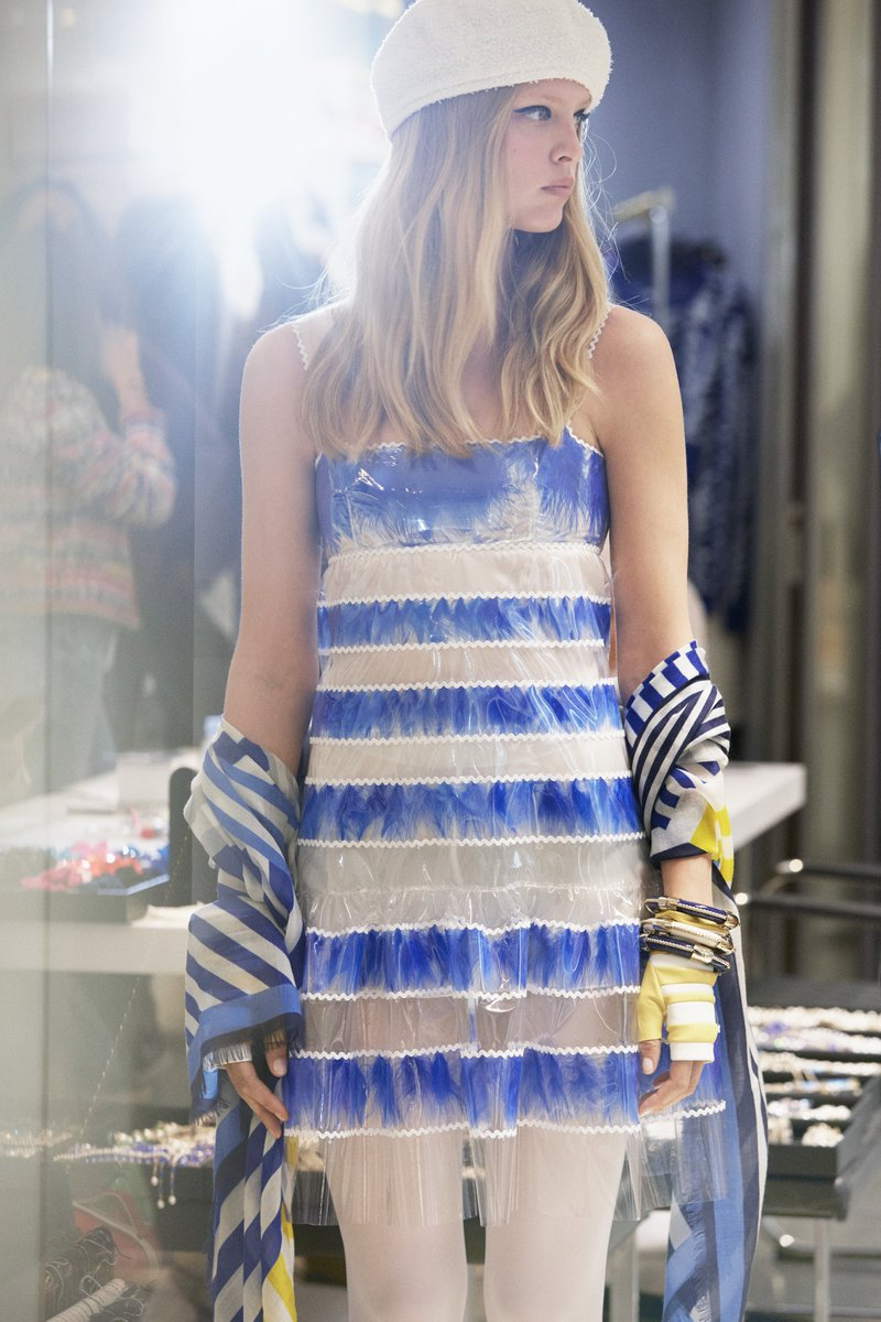 431e5363 #CHANELCruise 2018/19 is in boutiques— horizontal blue and white stripes  recur on feather-embellished dresses.pic.twitter.com/g6rCwtG9on