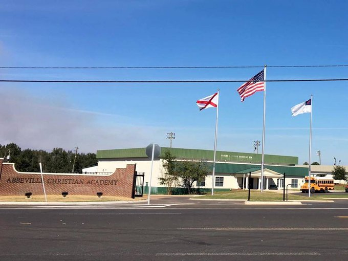 #AbbevilleChristianAcademy 'Wow' @Abbeville,AL #Winch 40&50' beautiful #flagpoles https://t.co/PkIpZ6wTtQ https://t.co/Ge1bLqOGCA