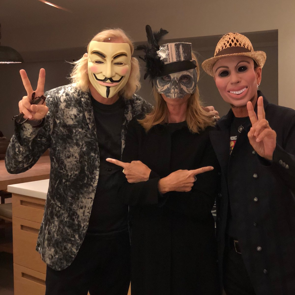The three musketeers peace and love 😎✌️🌟❤️🎵🎈🎶💖🥦🦏🐘💕🎼☮️