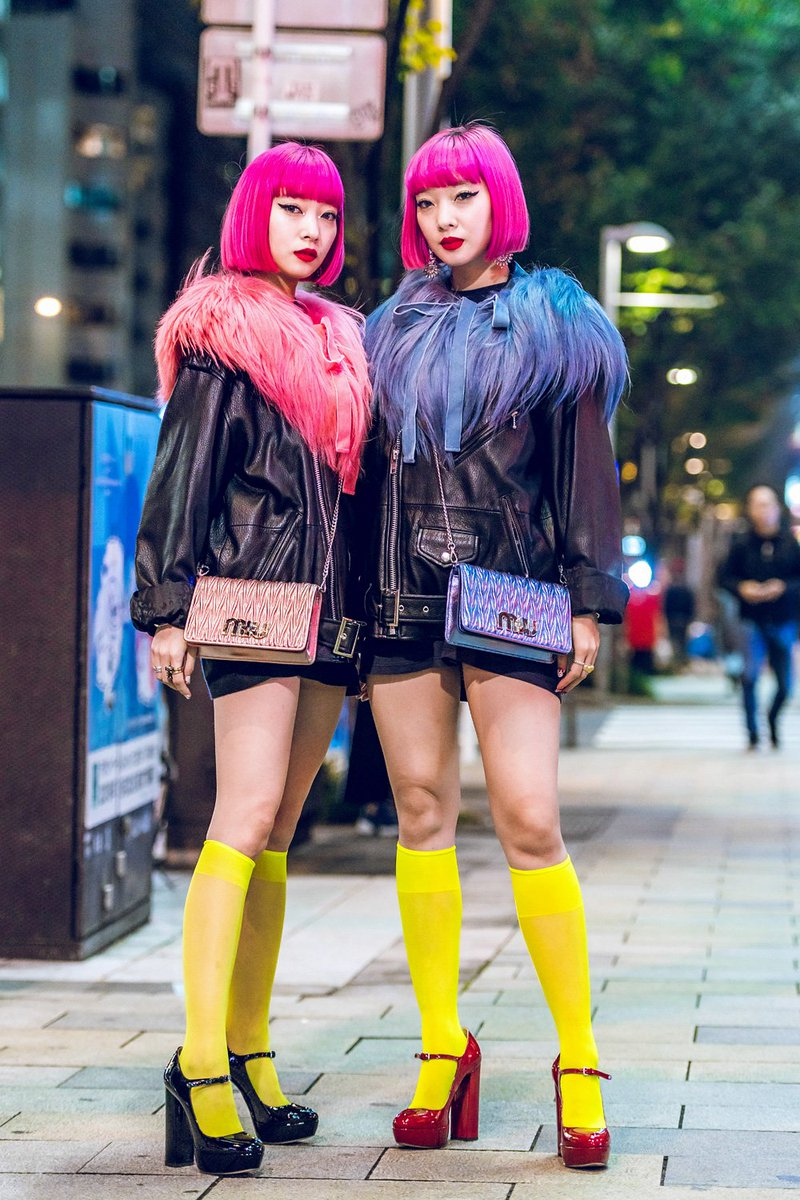 Japanese identical twin models AmiAya (@AMI__AYA) on the street in Aoyama during at Tokyo Fashion Week, shot by us for VogueUSA (@VogueRunway). More Tokyo Fashion Week street snaps at Vogue #AFWT https://t.co/MrtqU3aKki