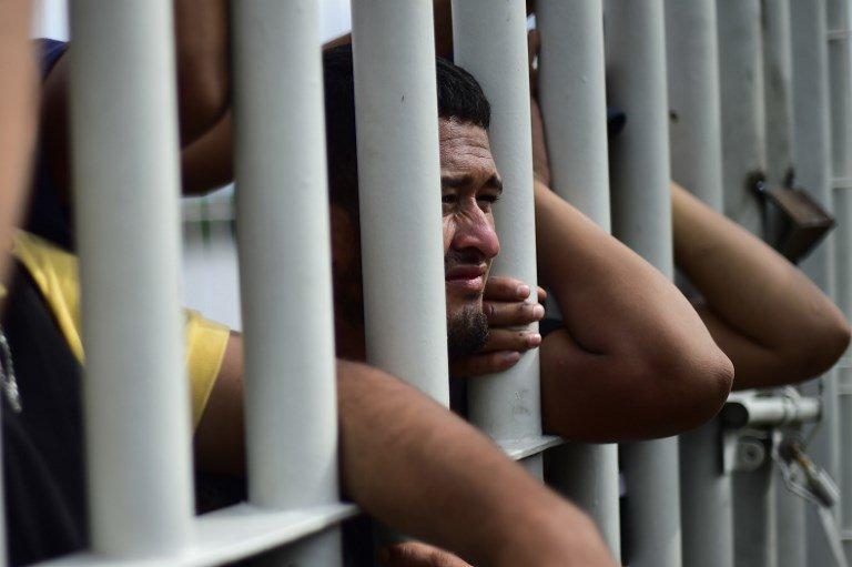 Los migrantes centroamericanos en tensa espera por entrar a México https://t.co/WeNRKTapnV