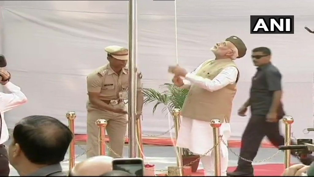 Delhi: Prime Minister Narendra Modi hoists the national flag at the Red Fort to mark the 75th anniversary of the proclamation of 'Azad Hind Sarkar', today.