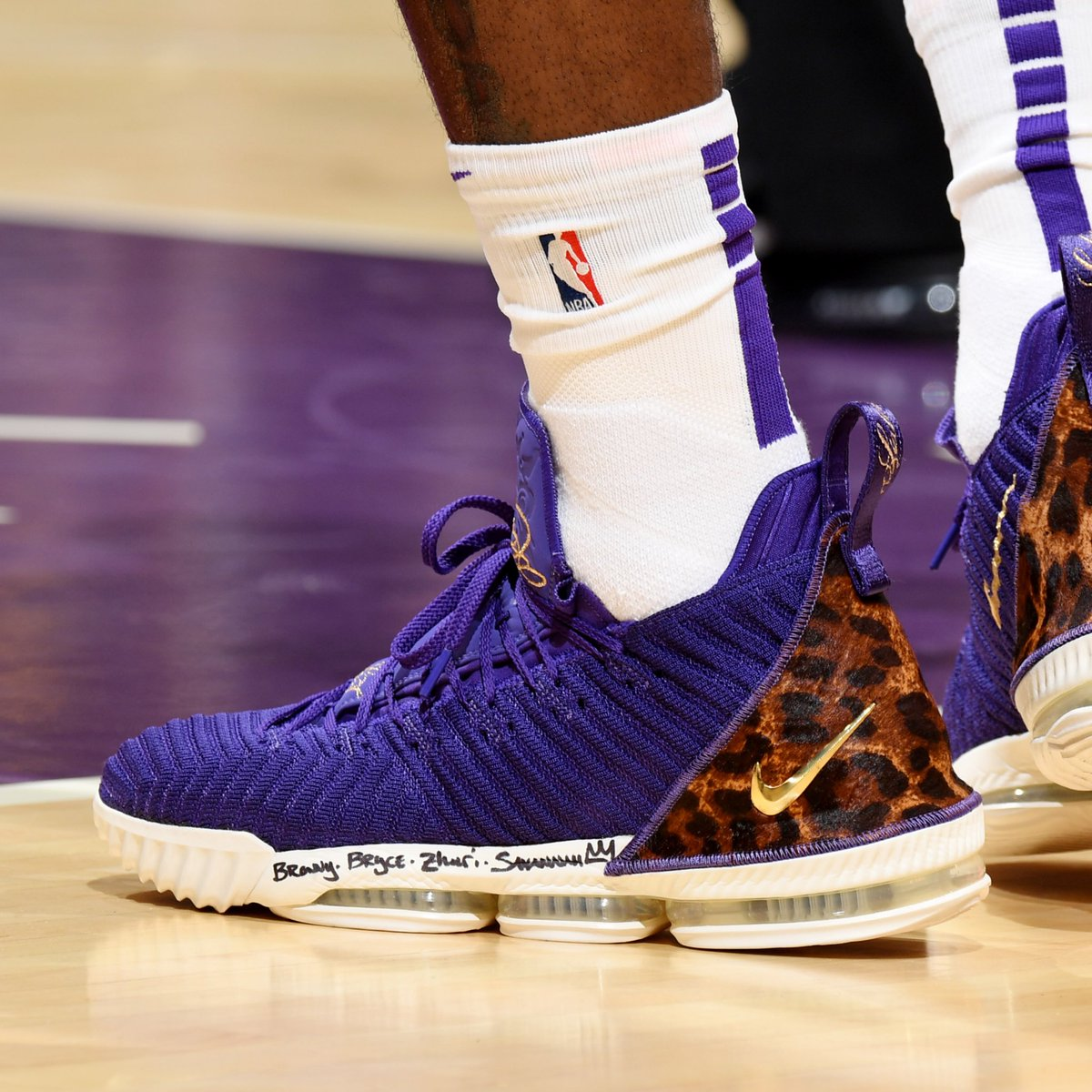 """2f2129c2beca  SoleWatch   kingjames wearing the """"Court Purple"""" Nike LeBron 16 King  against the Rockets. 📸   ADBPhotoInc"""