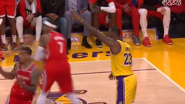 LeBron James & James Harden are mic'd up on @ESPNNBA! #KiaTipOff18 #LakeShow #Rockets https://t.co/tZVnYdgN05